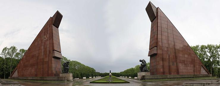 Panorama_of_the_Russian_War_Memorial_at_Treptow
