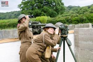DFVS-3.7-QF-AA-Gun-The-Garrison-Gun-Crew-Spotters