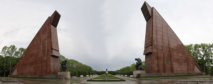 Panorama_of_the_Russian_War_Memorial_at_Treptow