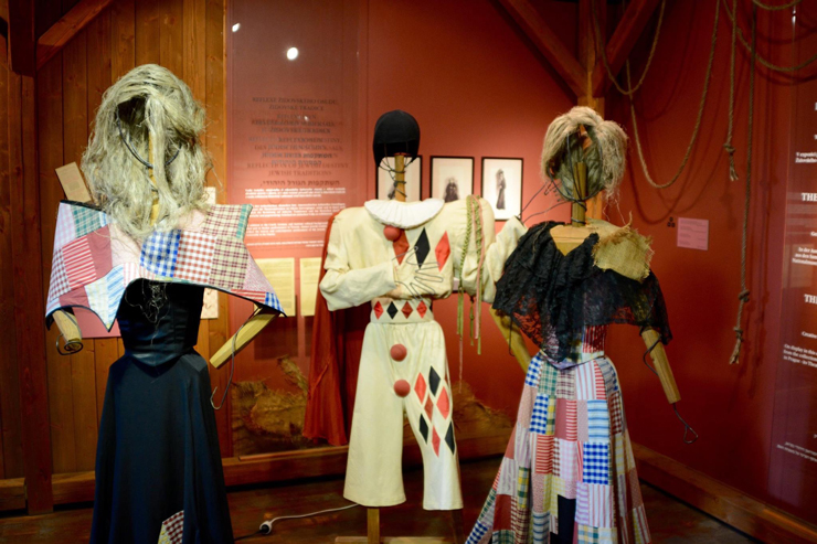 Terezin-Brundibar-Costumes