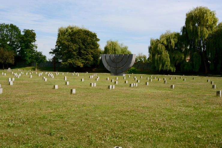 Terezin-Cemetery