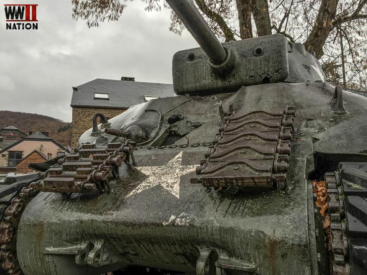 sherman-tank-la-roche-battle-damage