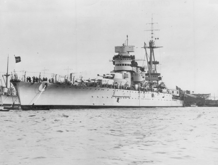 Italian battleship Giulio Cesare. By An unknown serviceman of the Regia Marina (Ministero Della Difesa-Marina) [Public domain, Public domain or Public domain], via Wikimedia Commons.