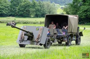 DFVS-Track-and-Wheel-17-Pounder-Gun-Crew-Moving